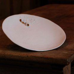 plat porcelaine fleurs dorées