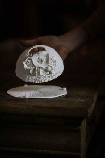 sculpture porcelaine texture fleurs