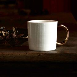 mug en porcelaine et or pour le café et le thé