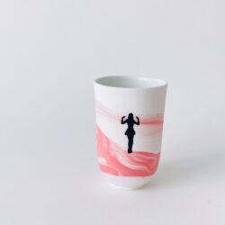 tasse porcelaine nuages roses femme surprise